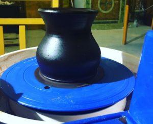 Vaso di cioccolato realizzato al tornio