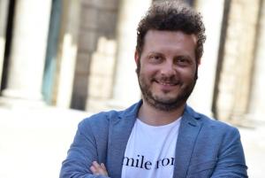 """Mauro Perrella, il """"chirurgo""""del web: ecco i segreti social dei vip"""