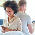 Tradimenti 2.0: da Whatsapp a Sarahah, oggi l'infedeltà è social