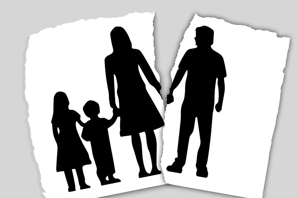 Non paga gli alimenti alla moglie, marito obbligato a pagare i danni morali